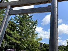 鳥居をくぐり内宮の玄関口の宇治橋を渡ります。 内宮は右側通行です。  (13:00)