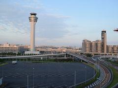 2日目です。  宿泊は羽田エクセルホテル東急でした。お部屋からは管制塔と第一ターミナルが。ターミナル直結で飛行機での到着・出発にはとても便利で羽田前後泊もありだなぁと実感。