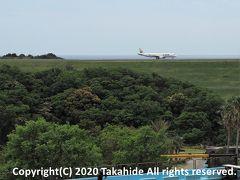 アドベンチャーワールド  ビッグオーシャンからは南紀白浜空港の滑走路が見えます。 着陸後、折り返してターミナルに向かう日本航空(運航はジェイエア)のエンブラエルE190です。   ビッグオーシャン:https://www.aws-s.com/facility/introduction/big_ocean.html 南紀白浜空港:https://ja.wikipedia.org/wiki/%E5%8D%97%E7%B4%80%E7%99%BD%E6%B5%9C%E7%A9%BA%E6%B8%AF 南紀白浜空港:http://shirahama-airport.jp/ 日本航空:https://ja.wikipedia.org/wiki/%E6%97%A5%E6%9C%AC%E8%88%AA%E7%A9%BA 日本航空:https://www.jal.co.jp/ ジェイエア:https://ja.wikipedia.org/wiki/%E3%82%B8%E3%82%A7%E3%82%A4%E3%82%A8%E3%82%A2 ジェイエア:http://www.jair.co.jp/ エンブラエルE190:https://ja.wikipedia.org/wiki/%E3%82%A8%E3%83%B3%E3%83%96%E3%83%A9%E3%82%A8%E3%83%AB_E-Jet#E190%E3%81%A8195