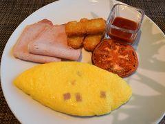 3日目です。  朝食もクラブラウンジで。今朝は出来立てのオムレツでスタート。 クラブラウンジでの朝食は出来立ての卵料理、中華、沖縄料理、パンケーキなどから選択できます。海を見ながらの朝食は最高です。
