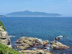 南方から見る金華山。 シロナガスクジラのように見えますが。