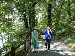 さて、米沢城で続100名城のスタンプをGetして、福島駅へ息子を迎えに行き。10時半に合流。 かみさんの希望で裏磐梯の五色沼へ向かいました。 写真は五色沼(毘沙門沼)のほとり