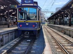最初の下車駅は、江ノ島駅です。まずは、「併用軌道」の江ノ電を撮影するため、駅を出て腰越駅を目指して歩きます。