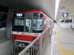 南茨木から大阪空港まで乗車した大阪モノレールの車輌は、京浜急行電鉄のラッピング編成でした。