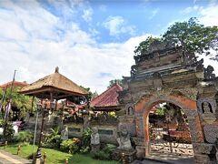 "Pri Saren Agung(サレン アグン宮殿 / ウブド王宮)  02月14日(土)  10:00  ウブドの中心に位置するシンボル的存在の ""ウブド王宮"" は現在も 王族の子孫が暮らしているプライベートエリアと 王宮内部の見学エリアがあって 王が物見台として使っていた王宮南側にある Bale Patok(バレ パトック / 東屋)も"