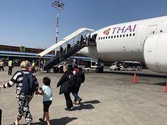 トリブバン空港到着です。タイとの時差は1時間15分、中途半端ですね。