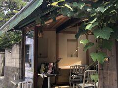 そのお隣には併設のカフェが。 るなさんが朝食を食べようとチェックしていたお店だそうです♪  でも、コロナの影響でモーニングはやっていなかったのだとか...。 お茶だけなら大丈夫との事でしたので、ここでひと休みしましょう(^o^)  ☆Organic Cafe Natudeco https://localplace.jp/t200357103/  オーガニックにこだわった食材のモーニング、確かに美味しそう!