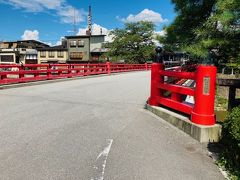 人気のフォトスポット「中橋」。 高山祭では「祭屋台」がこの橋を渡る写真がよく紹介されますね。