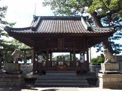 ツアーに参加するのは、私ともう一人の女性。  竹島橋の手前にある八百富神社遥拝所。 昔は橋がなかったから、ここでお参りしてたんだって。 竹島に行けない人はここでどうぞ。