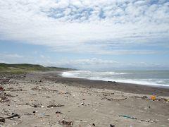 「七里長浜」  鯵ヶ沢(わさおの家あたり)から十三湖近くまで 28km(約7里)の長い砂浜が続く海岸線