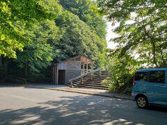 十和田湖に数か所ある展望台のひとつ、瞰湖台。 ふたつの半島に挟まれた中湖側から湖を望めます。  湖畔からの登坂は1000㏄の車だとツライ。