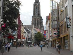 大聖堂まで 駅前の駐車場から大聖堂に続く通りまで歩いて10分とかからない距離。