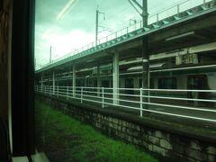 12時24分、南福島。 昔は2面4線だったらしいがいまは2面2線になっている。