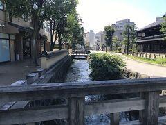 お腹も満たされたところでバスで移動。 武蔵ヶ辻・近江町市場→香林坊下車。 一の橋を渡って。 長町武家屋敷界隈を散策します。
