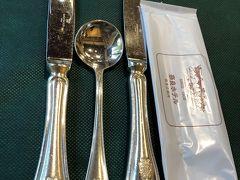 カトラリーは奈良ホテルマーク入りのオリジナルです。