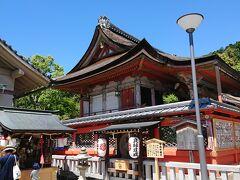 左にすすむと地主神社というところが