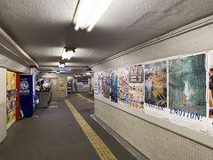新安城駅に。昭和感じる地下通路はもうすぐ跨線橋に変わる工事してました。昔はこのタイプ多かったです。低い天井の。