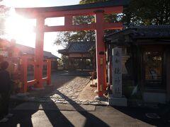 15:39 奈良市内に戻ってきました。 目的地は新薬師寺 お寺の駐車場の場所が判らず、車は写真美術館の駐車場に停めました。 薬師寺の手前に神社があるのでお参りしましょう。