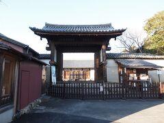 15:45 新薬師寺 日輪山 新薬師寺 この旅最後の拝観場所です。 747年 聖武天皇の病気平癒のため光明皇后によって創建されました。  南門 鎌倉時代後期の建築。