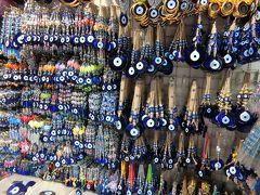 エジプシャンバザールに来ました。  トルコのお土産の目玉がたくさん並んでいます。