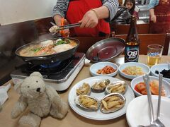 一晩だけのソウル、この日のディナーは参鶏湯の予定だったのですが、行くはずだったお店が既に閉店しており、こちらでのディナーとなりました・・・