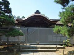 臨春閣(重要文化財)。 さっきの御門の突き当りに見えていた建物で、去年から修復工事が始まってます