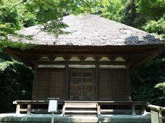 天授院(重要文化財)。 鎌倉の建長寺近くにあった心平寺の地蔵堂の建物と考えられています。禅宗様を主体とし、全体に室町時代の様式が見られますが、修理の際に慶安4(1651)年の墨書銘が確認され、江戸時代の初め頃に建てられた事が明らかになりました。 三溪園には大正5(1916)年に移築され、原家の持仏堂として用いられました。 天授院とは三溪の先代、原家初代・善三郎の法号です