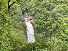 2日目 秋保大滝へ 駐車場から歩いていくと滝つぼが見えない…
