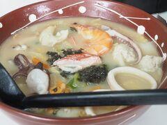 昼食は、浜ちゃんぽん。通常のちゃんぽんより細麺・縮れ麺。魚介の出汁がきいてて美味しかったです。地元の人で混んでいました。
