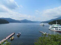 8月25日。 午後はお部屋でのんびりと芦ノ湖を眺めながら過ごします。