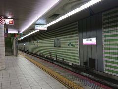 新福島駅朝5時過ぎ。  待ち合わせ場所の神戸へ向かう。  AM5:00にホテル阪神をチェックアウトしたが、フツーに対応したフロントにちょっと感心。 起きてたんだ。