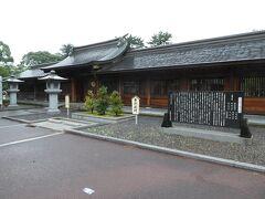 でもここは 早朝から開いてます  駐車場も無料ですから  気比神宮です  北陸道一の宮ですから