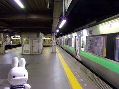 札幌駅に到着です。 午後11時半を回ったところ。 さすがに都会の駅もシーンとしてます。