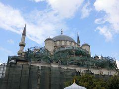 イェニジャーミィ  オスマン帝国初の女性による皇帝モスクです。