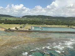 そしてあっという間に奄美大島到着、  空港横の海も綺麗で上がる!