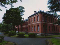 明治24年に建てられた旧第四高等中学校本館で、国の重要文化財にも指定されています。 こちらは何度も中を見ているのでスルー