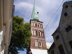 聖ヤコブ教会。 聖ヤコブ教会は、1225年に最初に記録がある古い教会で、塔の高さは80mあるそうです。 ここもスルー。