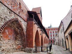 城壁。 トゥルクシュニュ通りにあります。