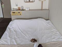 予約したダブルの部屋にチェックイン。 施設は新しくありませんが、許容範囲。  ダブル2泊で13,100円→GoToキャンペーン適用後8,515円となりました。(朝食付き)