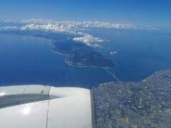 明石海峡大橋です。向こう側の淡路島がジンベイザメのように見えます。