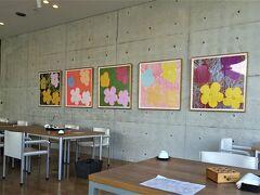 地下1階にある 日本料理「一扇」(いっせん)へ、  パンフには 岡山市に本店がある日本料理の名店…とありました。  店内には美術作品、 身近に鑑賞しながら食事を楽しみます。