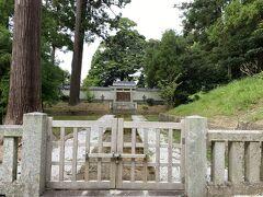 隠岐へ流された後鳥羽上皇の位牌が埋葬されている火葬塚。