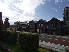 小江戸情緒が息づく、明治、大正、昭和初期の甲府城下町を再現 左端に見えるは時の鐘