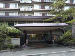 駅前にある下部ホテルで温泉に入りました。貸切状態でした。