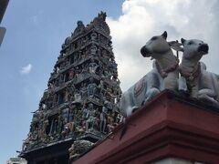 チャイナタウン方面にやってきました。  シンガポール最古のヒンズー教寺院である「スリ・マリアマン寺院」