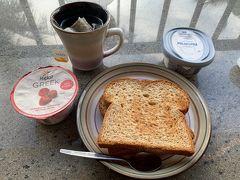 6日目の朝。 前日、ABCストアで購入したパンとヨーグルト♪ もちろんコンドミニアムにはお皿や調味料、なんでも揃ってるのでありがたく拝借いたしました★