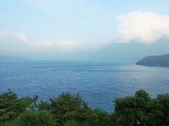 2つめの湖 本栖湖 本当なら湖越しに富士山が見えるはずなのに…