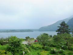 3つめの湖 精進湖 やはり富士の姿は拝めません。 今日は富士山は諦めて、峠を越えて…