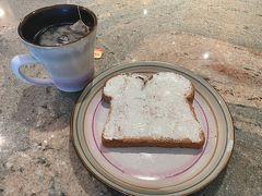 7日目の朝。 この日の朝食も食パン!