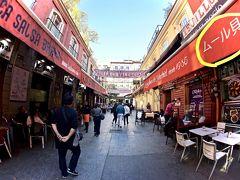 【Pasaje de Matheu /パサヘ・デ・マトエウ】  写真俺ような素敵な通りがありました....   写真:なんか...「ムール貝」って日本語でお店の看板に書いてありました。中国語とか、韓国語じゃなくて....まじに嬉しい...